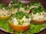 Яблоки, фаршированные салатом