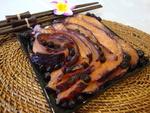 Слабосолёный лосось в черничном маринаде